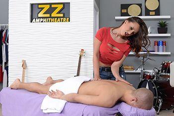 Порно сиськатой массажистки с молодым парнем