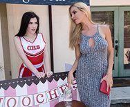 Смотреть красивые ласки сексуальных студенток на столе - 1