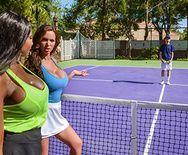 Смотреть межрассовое порно двух сексуальных теннисисток с тренером - 1