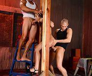 Анальный трах с симпатичной стройной брюнеткой и двумя мужиками - 2