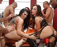 Смотреть групповое порно с шикарными грудастыми красотками и их брутальными самцами - 3
