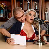 Смотреть порно сексуальной блондинки с похотливым мужиком