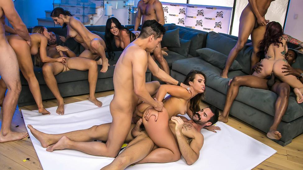 Порно групповуха дома