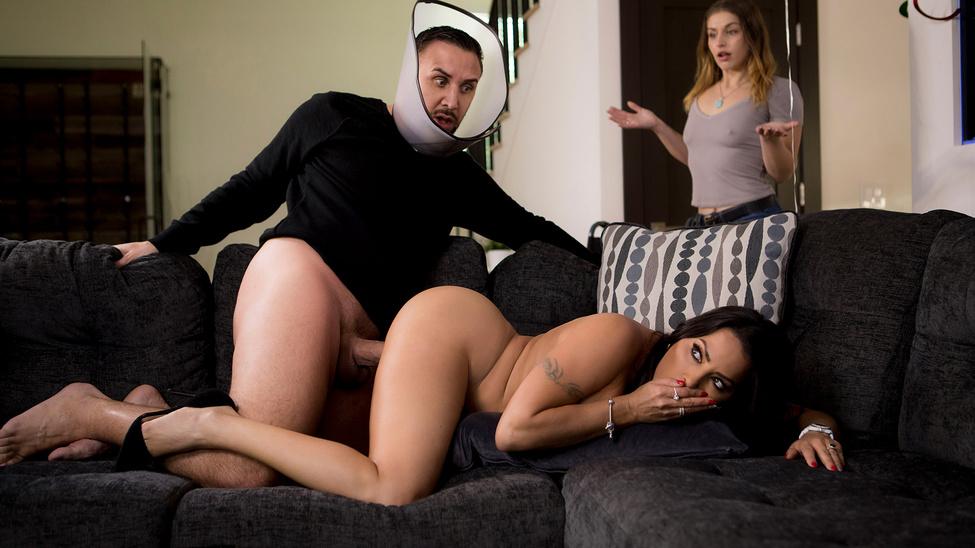 Секс с сексуальной сестричкой